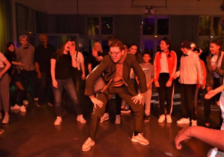 u_dance_school_83601488_778375849317629_3554966335232409600_o